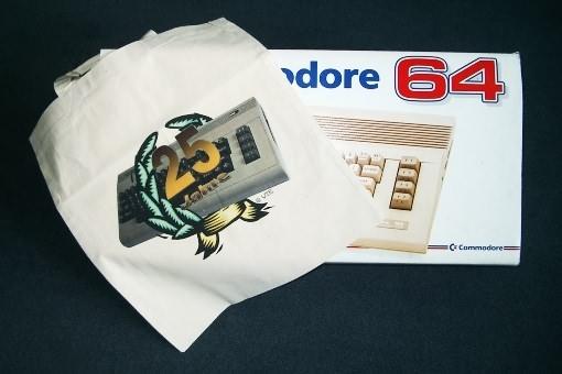 Tasche mit 25-Jahre-C64 Aufdruck